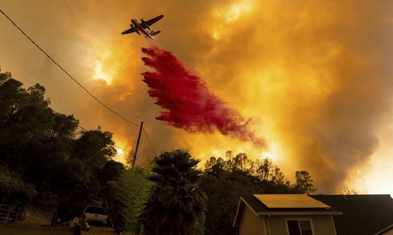 کیلیفورنیا میں آسمانی بجلی گرنے سے آتشزدگی، 6 افراد ہلاک