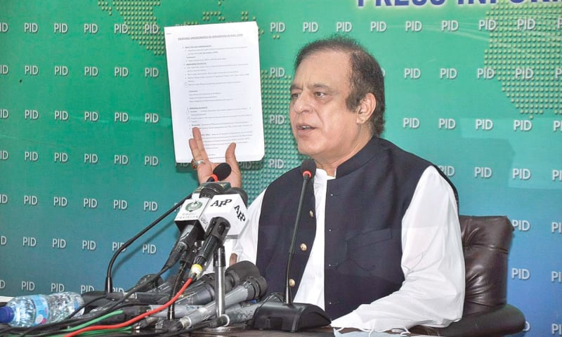 ISLAMABAD: Federal Minister for Information and Broadcasting Shibli Faraz addressing the press conference on Friday.—APP