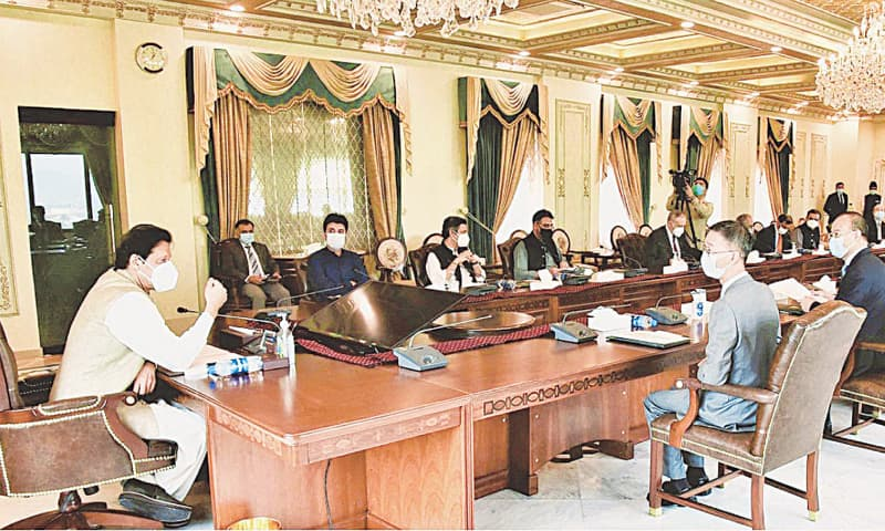 ISLAMABAD: Prime Minister Imran Khan exchanging views with a delegation of leading Chinese companies during a meeting on Monday. — PPI