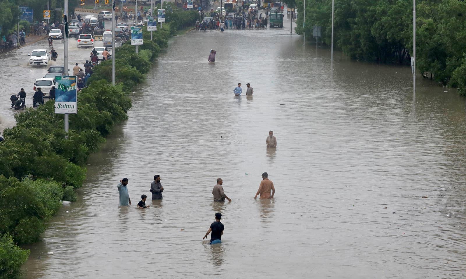 کراچی میں طوفانی بارشوں سے سیلابی صورتحال