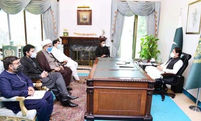 Allama Raja Nasir Abbas calls on Prime Minister Imran Khan. — APP