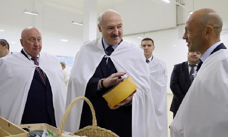 لوکاشینکو ملک میں اصلاحات کے لیے ریفرنڈم کی تیاریاں کررہے ہیں—فائل/فوٹو:رائٹرز