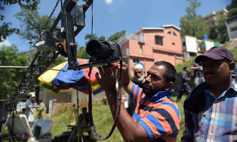 فلم سازوں کی ٹیکس میں رعایت دی جا سکتی ہے، انہیں مکمل چھوٹ نہیں دی جا سکتی، وفاقی وزیر—فائل فوٹو: اے ایف پی