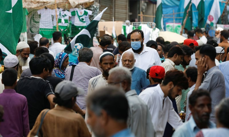 ملک میں وبا کے کیسز میں کمی آرہی ہے—فائل فوٹو: اے ایف پی