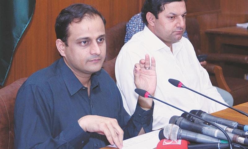 Murtaza Wahab speaks to the media on Tuesday.—PPI