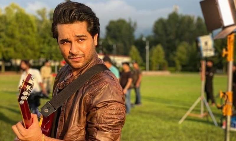 عاصم اظہر تصاویر  میں فلٹر کے استعمال کے مخالف