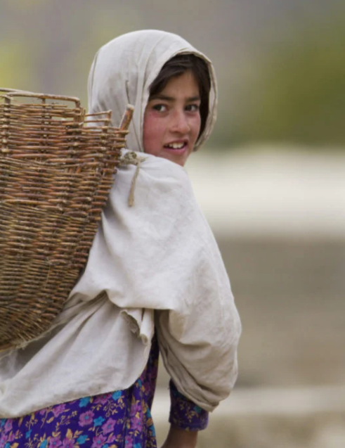 A girl moving to another area due to the melting of a glacier in Gilgit-Baltistan. — WWF