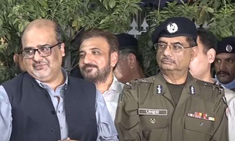 معاون خصوصی برائے احتساب شہزاد اکبر نے سی سی پی او لاہور کے بیان کا دفاع کیا— فوٹو: اسکرین شاٹ