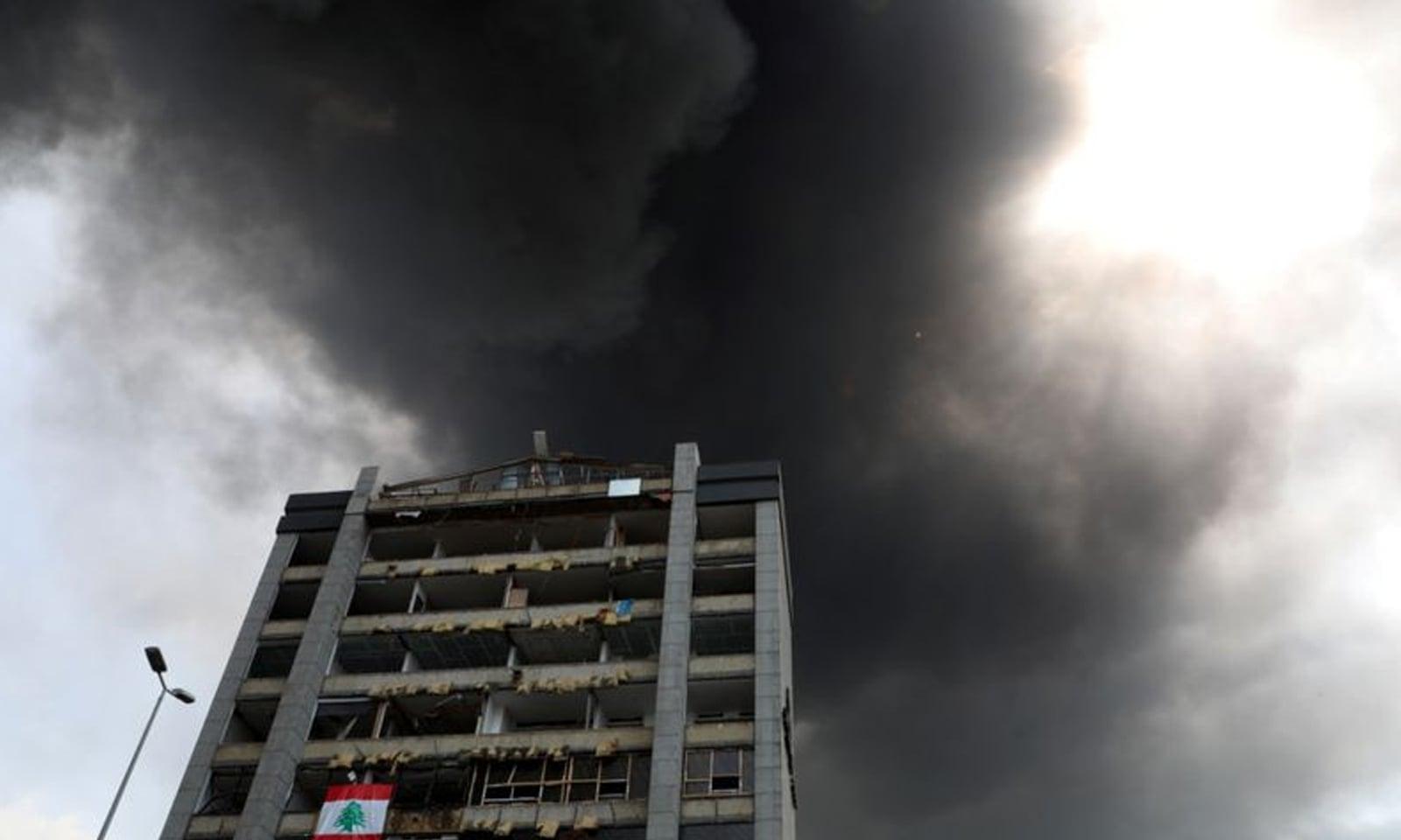 امدادی کارکن اور فائر فائٹرز فوری طور پر جائے وقوع پر پہنچ گئے تھے —فوٹو: رائٹرز