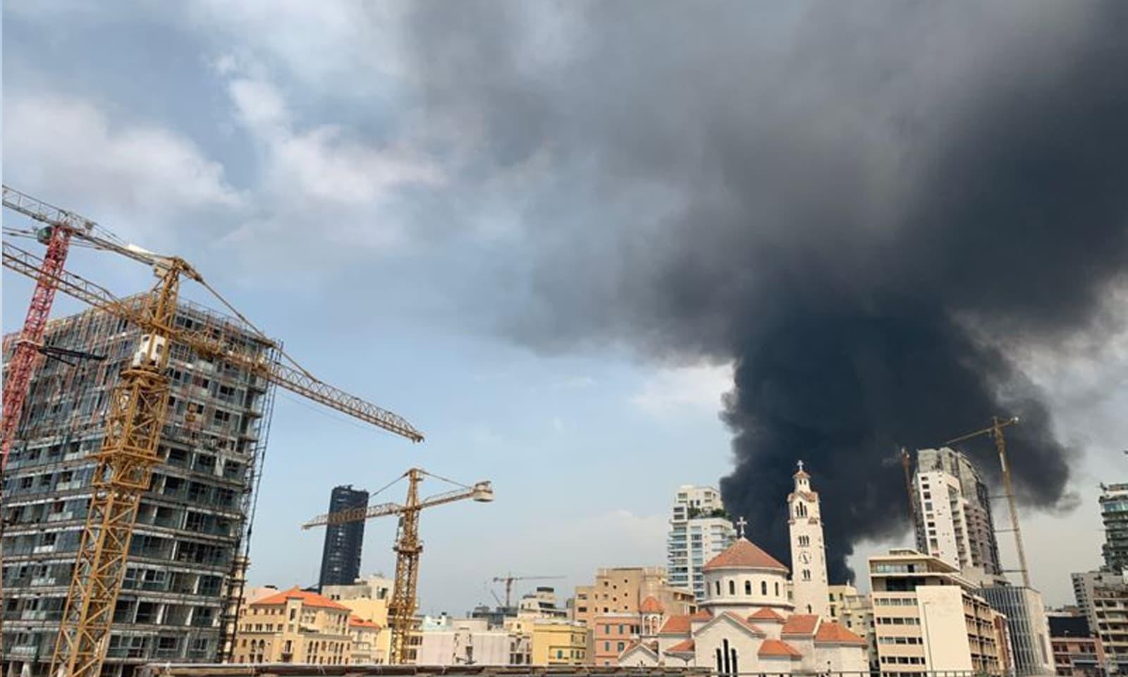 لبنان کی فوج کے مطابق آگ گودام میں لگی تھا —فوٹو:اے ایف پی