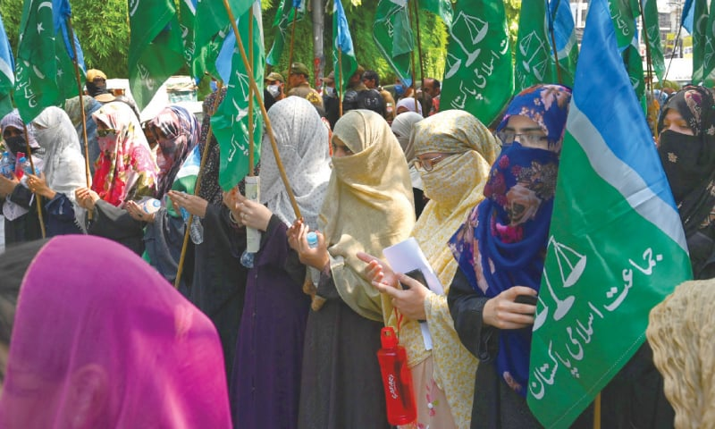 LAHORE: Women supporters of Jamaat-i-Islami hold a protest rally outside the press club on Friday against the gang-rape of a woman on Motorway. Similar demonstrations were organised in other cities.—Arif Ali / White Star