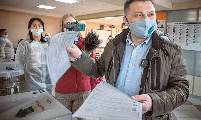 NOVOSIBIRSK (Russia): Sergei Boiko, the head of Alexei Navalny's headquarters here and city council candidate, casts his ballot at a polling station on Sunday. — AFP