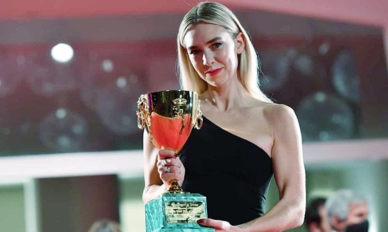 ونیسا کربی کو بہترین اداکارہ کا ایوارڈ دیا گیا—فوٹو: ای پی اے