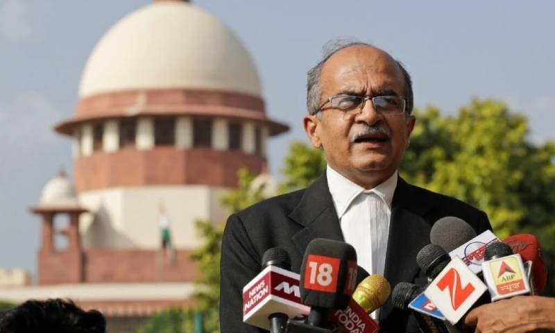 توہین عدالت پر سینئر بھارتی وکیل نے ایک روپے جرمانہ ادا کردیا