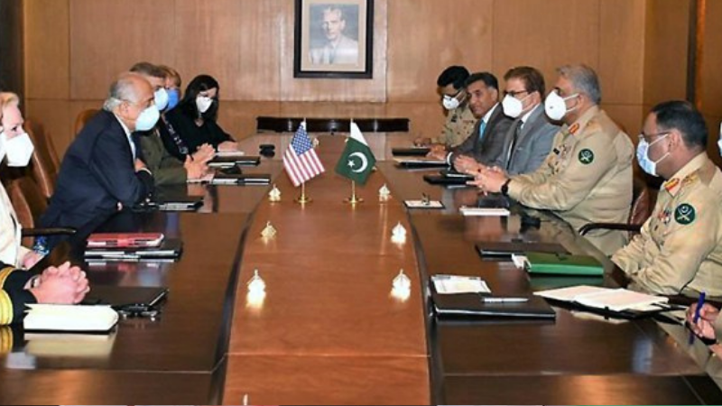 ISLAMABAD: Chief of the Army Staff Gen Qamar Javed Bajwa speaks to US Special Representative for Afghan Reconciliation Zalmay Khalilzad, who called on him along with his delegation, on Monday. — APP