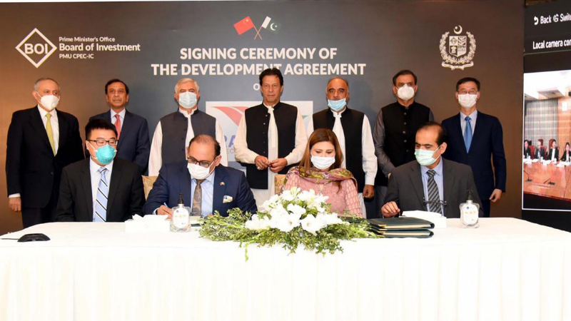 Prime Minister Imran Khan witnesses the signing of 'Development Agreement of Rashakai Special Economic Zone' at Islamabad. — PID