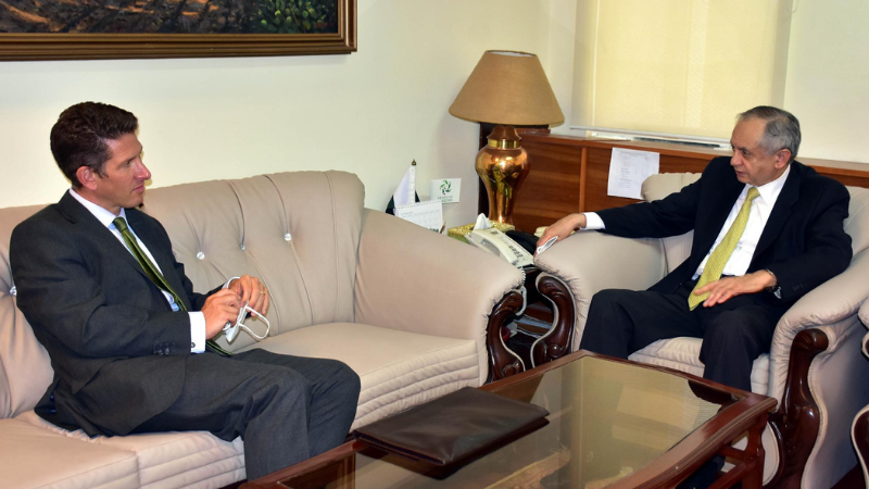 British High Commissioner to Pakistan Dr Christian Turner met with the Federal Minister of Commerce Abdul Razzak Dawood on Monday to discuss bilateral trade ties and business potential. — PID