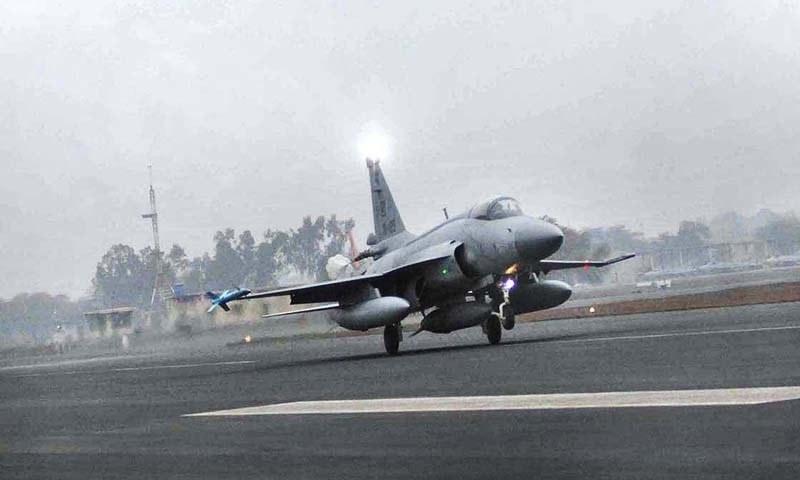 اٹک میں پاک فضائیہ کا طیارہ گر کر تباہ، پائلٹ محفوظ