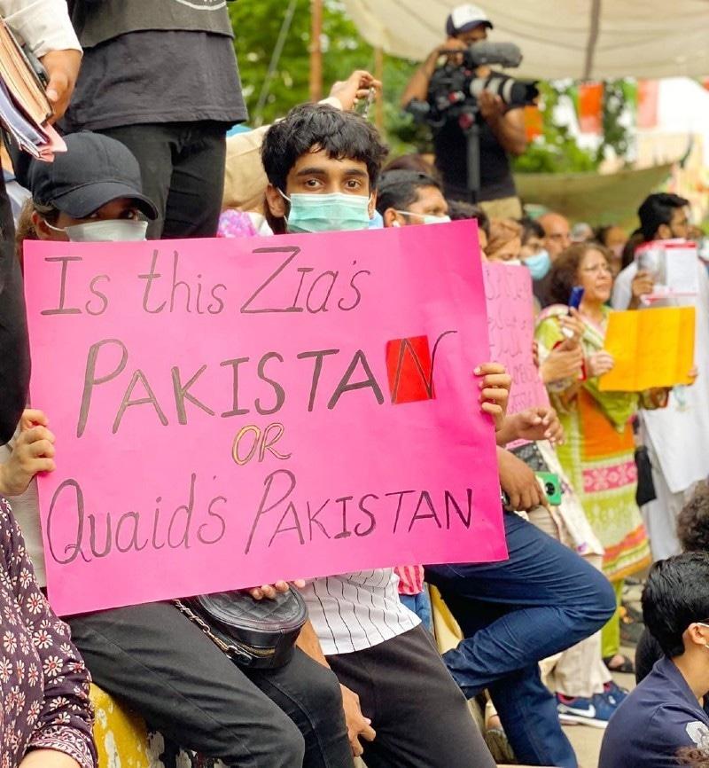 مظاہرے میں بڑی تعداد میں نوجوانوں نے بھی شرکت کی—فوٹو: بلال حسن انسٹاگرام