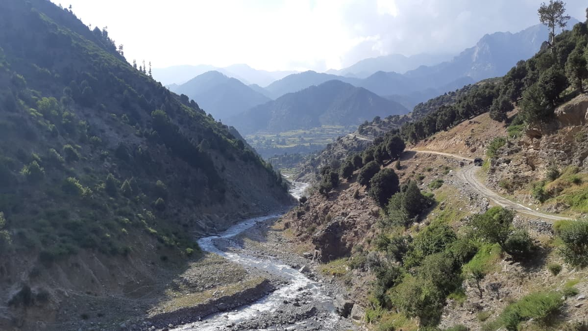 The narrow jeep trek to Jahaz Banda.