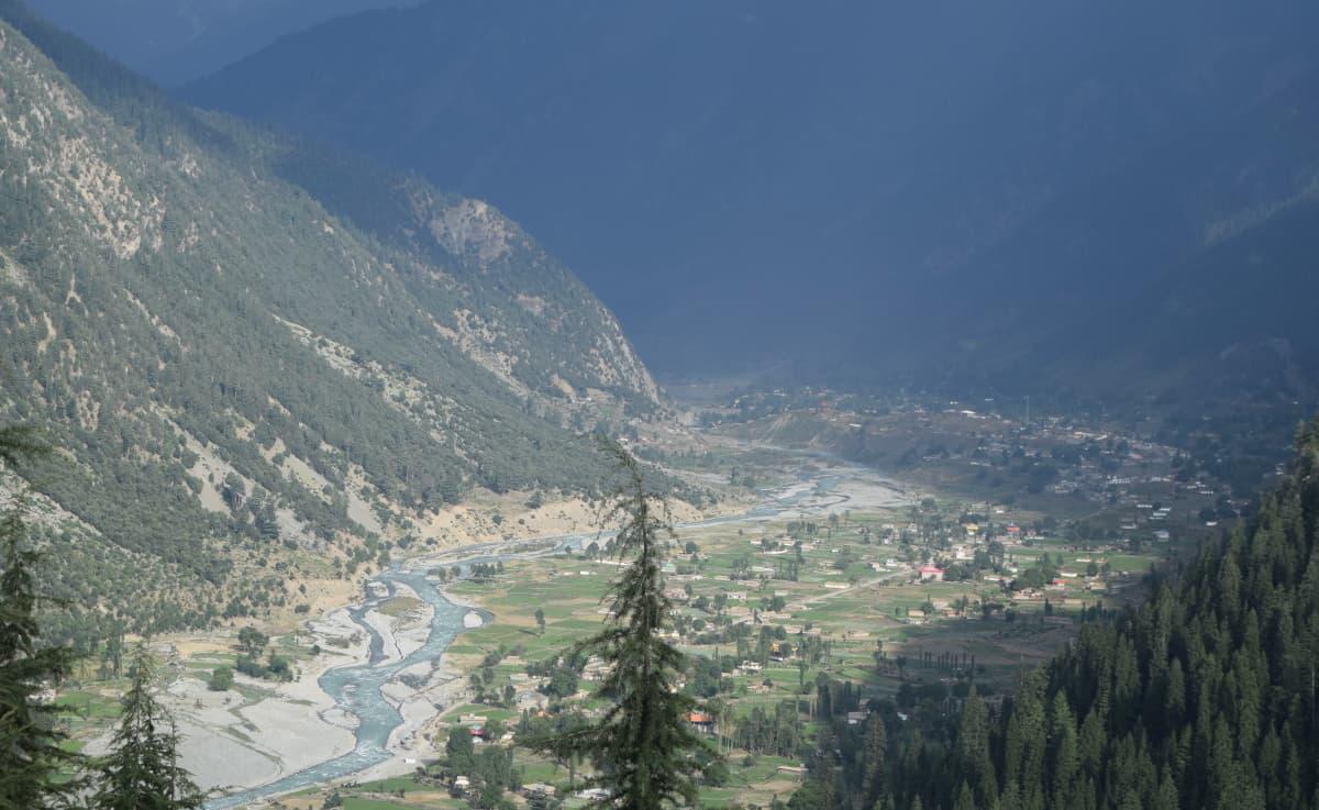Approaching Utror valley from Badawai pass.