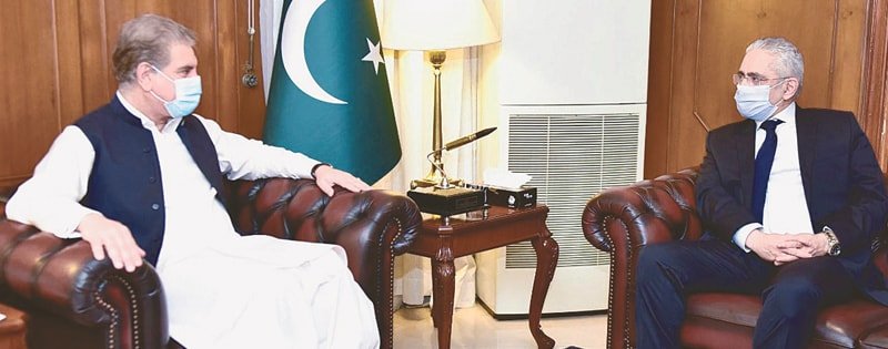 ISLAMABAD: Egyptian Ambassador to Pakistan Tarek Dahrough calls on Foreign Minister Shah Mehmood Qureshi at the Foreign Affairs Ministry on Wednesday. Matters of mutual interest were discussed at the meeting.—INP