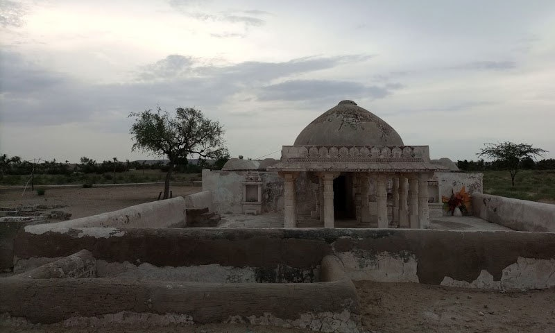 گوڑی مندر میں گوڑیچا کا مجسمہ بھی دھرا رہتا تھا جس کی عبادت کرنے دُور دراز سے لوگ یہاں آتے تھے