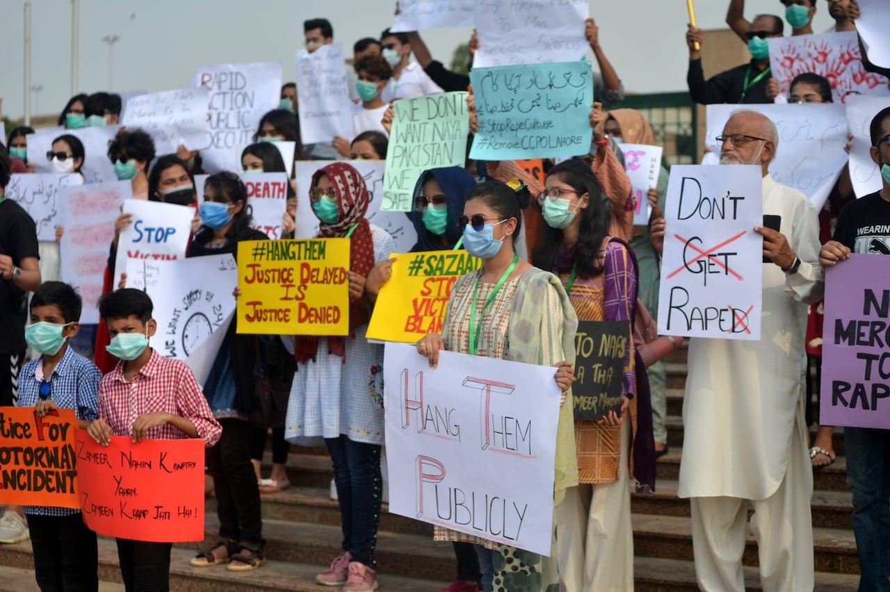 Protestors at the Karachi Press Club |Shakil Adil\White Star