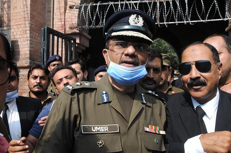 Lahore CCPO Umer Sheikh speaks to the media | M. Arif/White Star