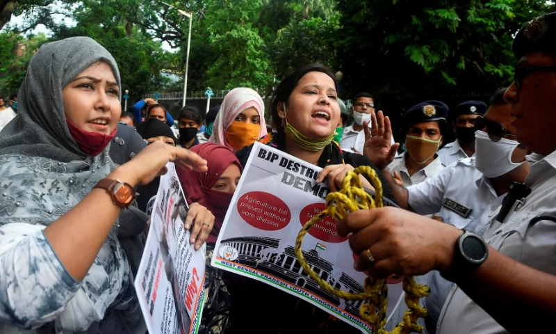 Eight Indian MPs suspended after parliament protests