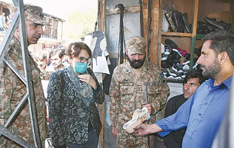 Ambassadors, defence attachés and representatives of various international organisations visited Jura sector along the Line of Control on Thursday. A foreign official talking to a shopkeeper on the occasion.—INP