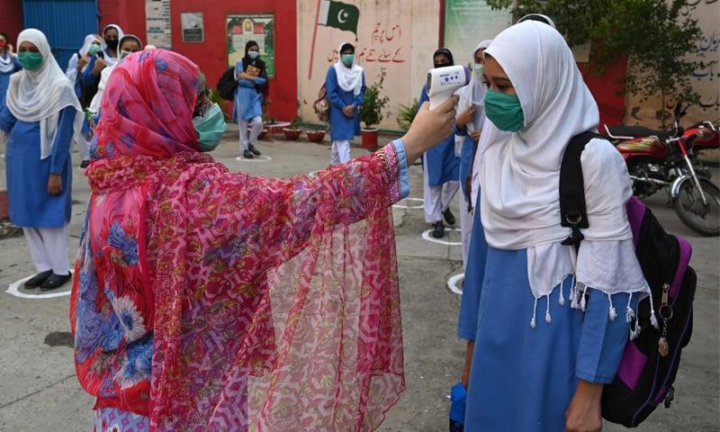 کورونا وبا: ملک میں 584 مریضوں کا اضافہ، فعال کیسز بڑھ کر 8 ہزار سے زائد
