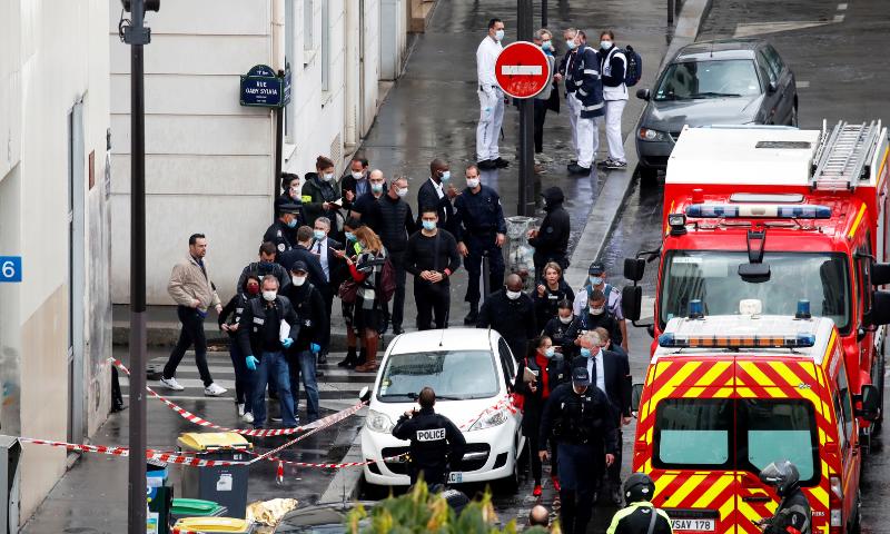 فرانس: چارلی ہیبڈو کے سابقہ دفاتر کے قریب چاقو کے حملے میں 4 افراد زخمی
