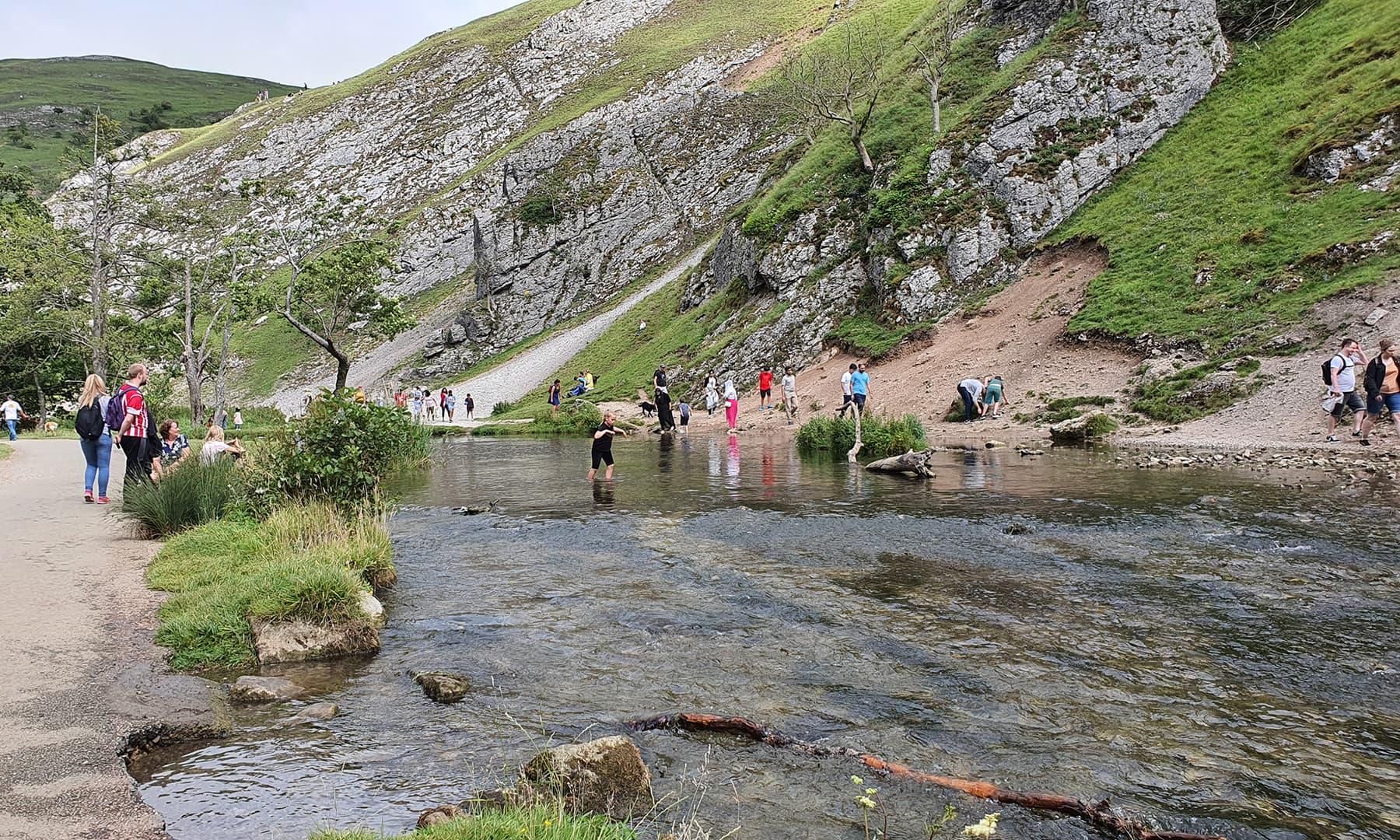 وہ مقام جہاں بلا خطر دریا کے کنارے موجود پانی میں اتر سکتے ہیں