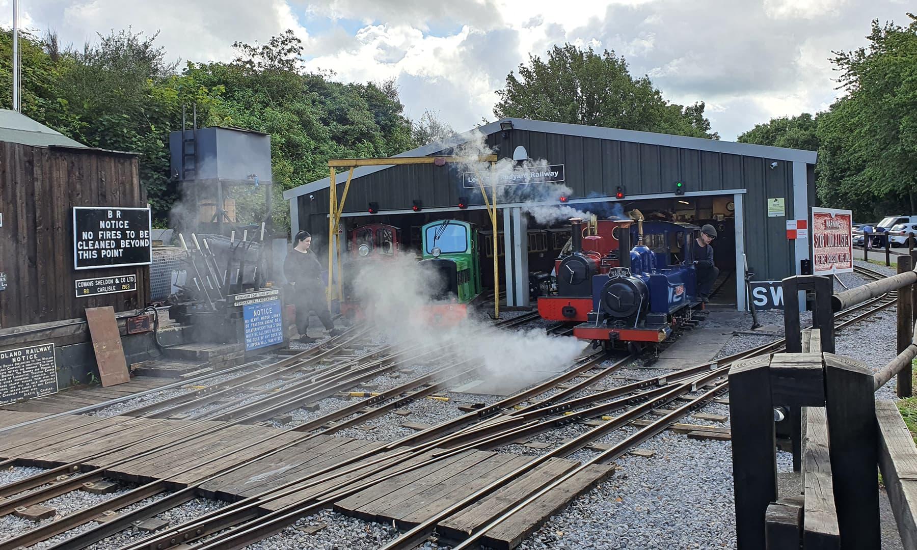 سیاحوں کو متوجہ کرنے کے لیے بھاپ کی مدد سے چلنے والی چھوٹی ٹرین