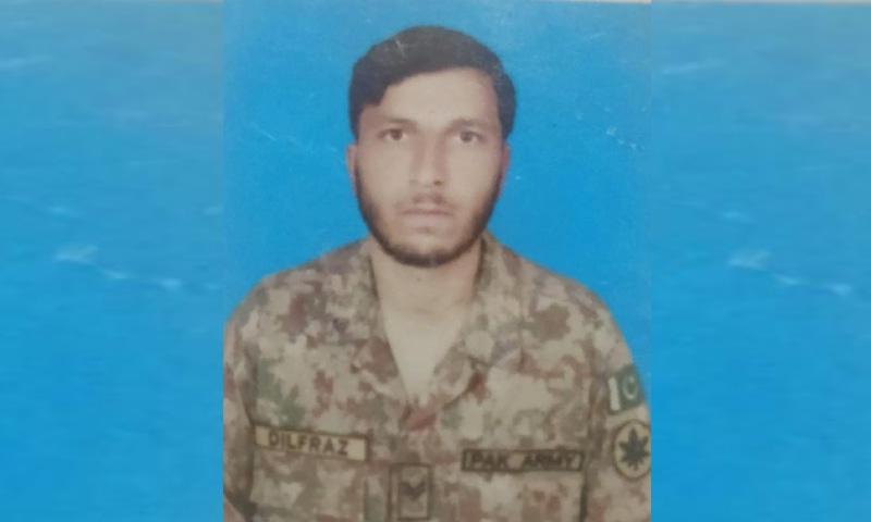 34 سالہ نائیک دلفراز کا تعلق مظفر آباد کے گاؤں پنج کوٹ سے تھا، ترجمان پاک فوج — فوٹو: آئی ایس پی آر