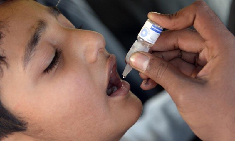 پاکستان اور افغانستان میں اب بھی پولیو وائرس موجود ہے — فائل فوٹو: اے ایف پی