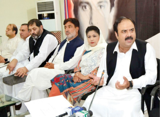 QWP provincial chairman Sikandar Hayat Khan Sherpao addressing a press conference in Peshawar on Monday. — White Star