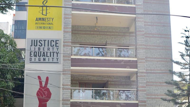 ایمنسٹی انٹرنیشنل نے بھارت میں 'ہراساں' کیے جانے پر کام روک دیا