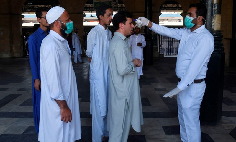 کراچی میں کیسز کی تعداد بڑھ رہی ہے—فائل فوٹو: اے ایف پی