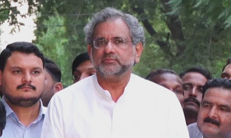 PML-N Vice President Shahid Khaqan Abbasi speaks to journalists after an opposition meeting. — DawnNewsTV/File
