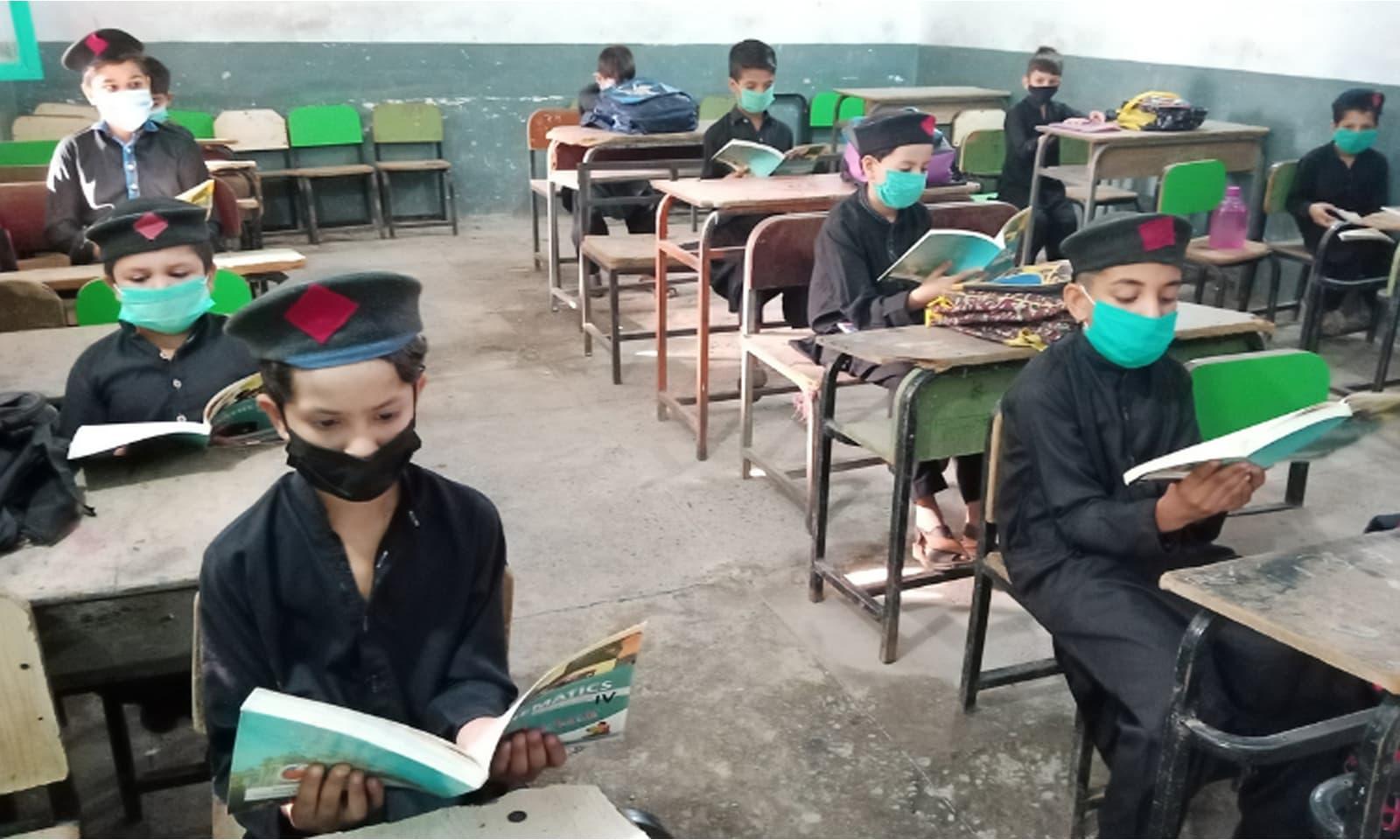 اسکولز میں ایس او پیز پر عمل بھی کیا گیا—فوٹو: سراج الدین