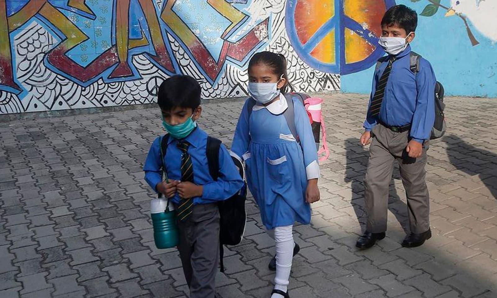 حکومت نے 15 ستمبر سے تعلیمی اداروں کو مرحلہ وار کھولنے کا اعلان کیا تھا—فوٹو: اے پی