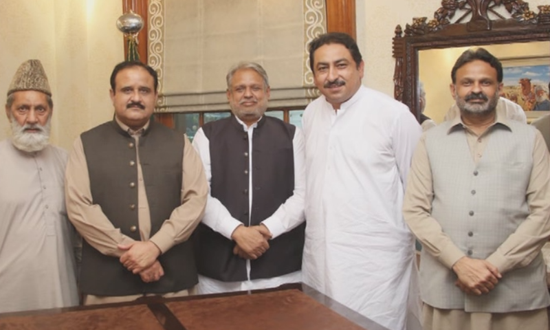 In this picture, four of the five expelled MPAs are seen with Punjab Chief Minister Usman Buzdar. — DawnNewsTV