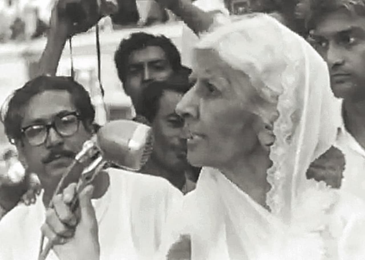 Miss Fatima Jinnah during her campaign in late 1964 leading to the presidential elections in Chittagong, East Pakistan, as a candidate for the Combined Opposition Party whose main opponent was President Ayub Khan. She was supported, among others, by Sheikh Mujibur Rahman (left) and his Awami League | Dawn/White Star Archives