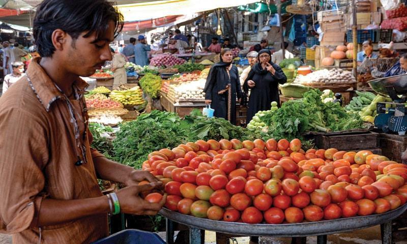 درآمدات کے باوجود ٹماٹر، پیاز کی قیمتیں بلند ترین سطح پر پہنچ گئیں