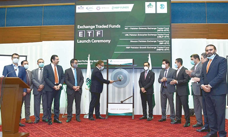 KARACHI: SECP Chairman Amir Khan rings the bell to mark the launch of Exchange Traded Funds on Tuesday.—PPI