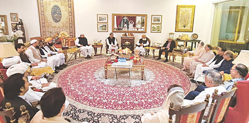 LAHORE: PDM president Maulana Fazlur Rehman holds a meeting with PML-N leader Maryam Nawaz at Jati Umra on Wednesday. — White Star