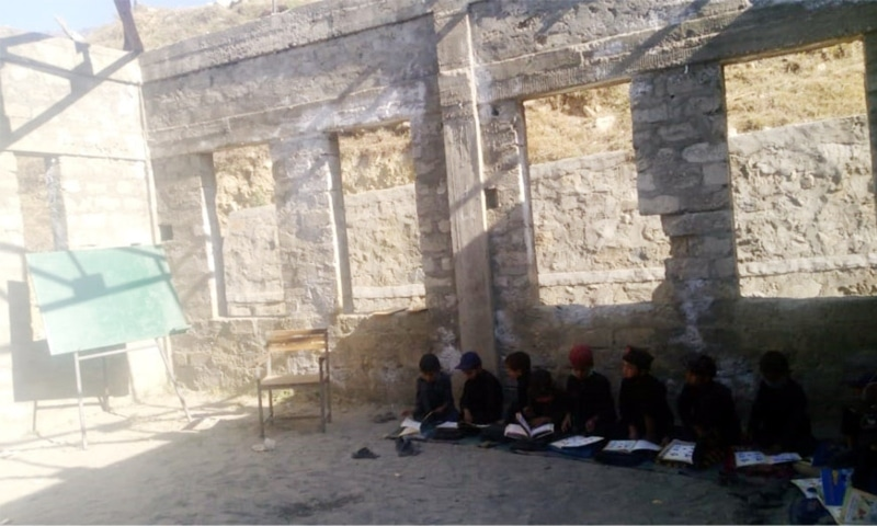 Students attend class under the open sky at Government Primary School Pashtu Tangai. — Photo by author