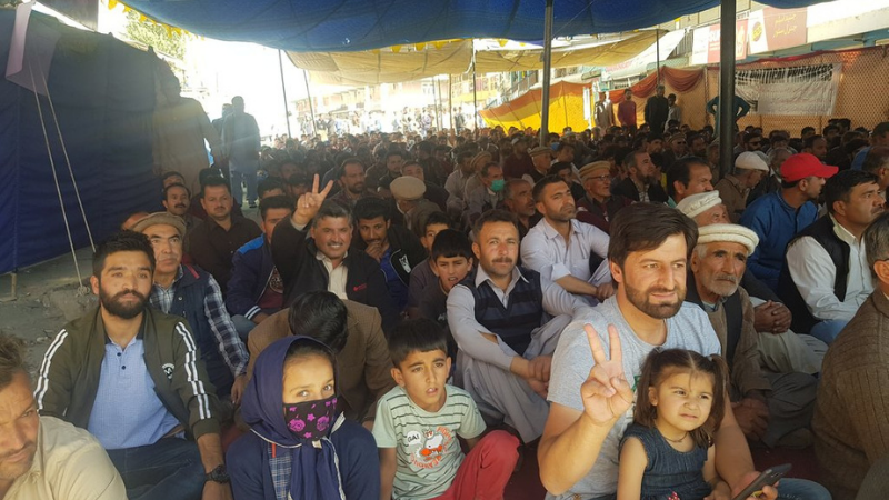 The six-day-long sit-in staged in Aliabad near Hunza was called off on Saturday after the Gilgit-Baltistan caretaker government assured the protesters of release of 14 political prisoners within one-and-a-half months. —  Photo courtesy: Twitter
